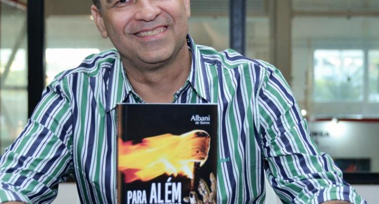 Professor Albani de Barros