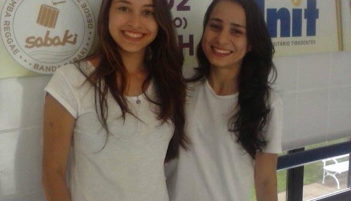 Karolyne Granja e Sarah Carolina Luna, estudantes de Fisioterapia