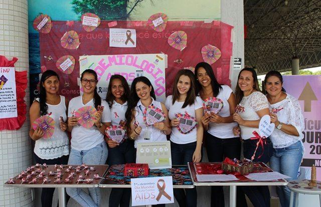 Alunas do curso de Enfermagem da Unit realizam atividade em alusão ao Dia Mundial de Luta Contra a Aids