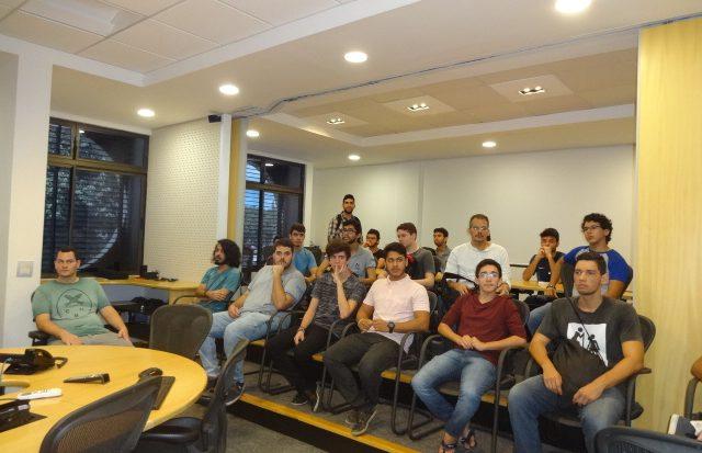 Estudantes tiveram a oportunidade de trocar conhecimentos com professores do LCCV