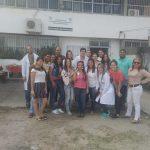 Estudantes participam de aula prática no IML