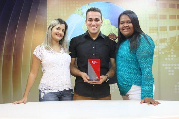 Os alunos Géssyca Strelciunas, Antônio Carlos Souto e Willane Nepomuceno