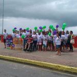 Alunos de Medicina e Fisioterapia realizam passeata em prol do Setembro Roxo