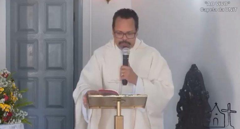 Padre Anderson Pina ministrou a missa de ação de graças pelos 58 anos do Grupo