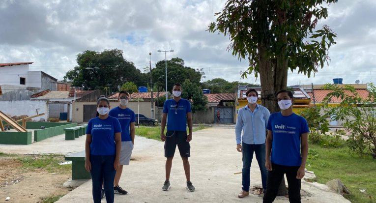 Parte da equipe do plantio de mudas no Cambuci