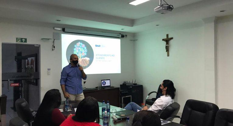Prof. Marco André fala sobre Atendimento ao Cliente