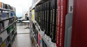Livros em Biblioteca do Grupo Tiradentes