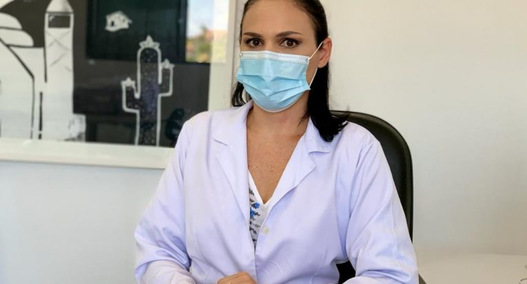 Infectologista e professora, Sarah Dominique