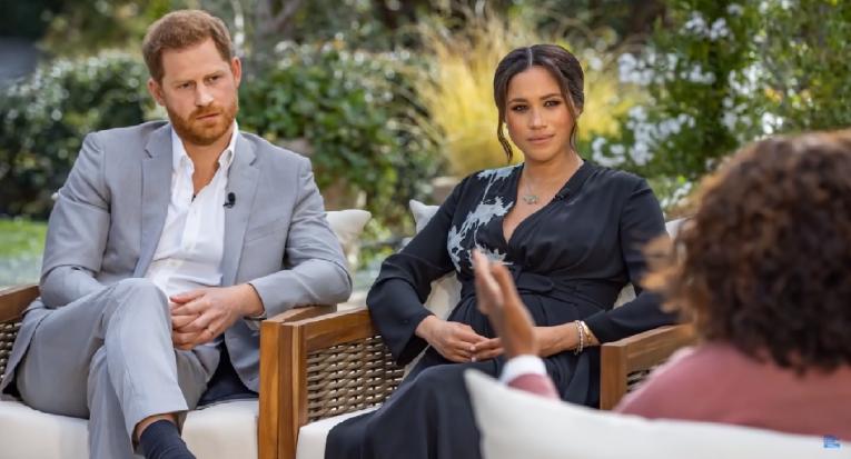O príncipe Harry e a esposa Meghan Markle falam à TV americana sobre racismo na família real britânica  Reprodução/CBS