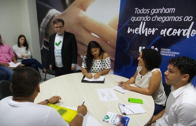 Audiência de conciliação no NPJ da Unit Alagoas, em Maceió (Arquivo)