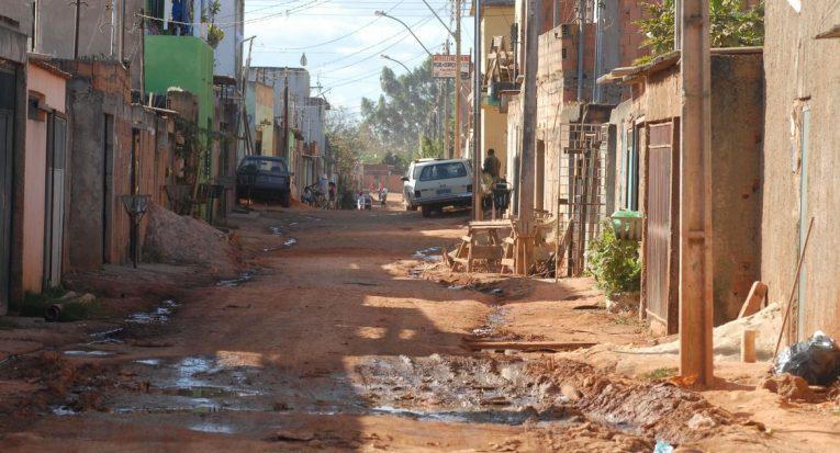 Queda na renda agravou a situação de pobreza para mais de 27 milhões de pessoas  Arquivo/Agência Brasil