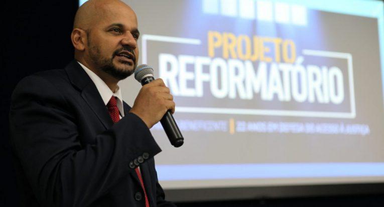 O professor Ronaldo Marinho, do curso de Direito da Unit Sergipe