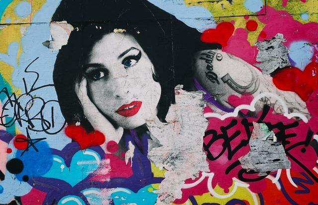 A cantora Amy Winehouse tinha 27 anos e morreu em julho de 2011, em Londres (Unsplash)