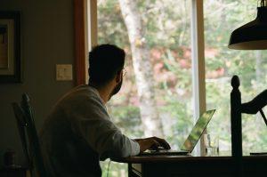 Pesquisa recente apontou que a maioria dos gestores pretende manter o home office após a pandemia