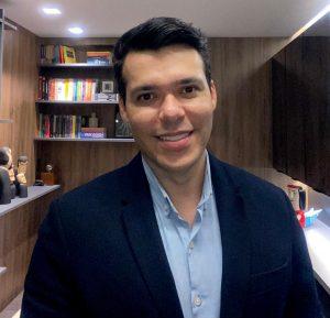 Pro-reitor Cristiano Montenegro