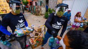 Sem renda para comprar alimentos, muitas famílias pobres acabam recorrendo a doações de cestas básicas
