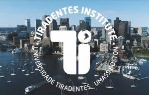 Imagem com logo do Tiradentes Institute e, ao fundo, imagem aérea de Boston