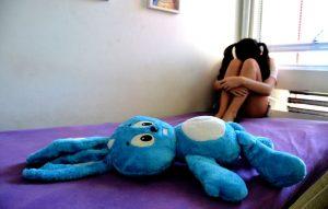 Comportamentos como ansiedade, medo, tristeza, irritação, hiperatividade e desinteresse são indicativos de problemas em crianças