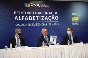 O ministro Milton Ribeiro apresenta o documento do MEC sobre 'alfabetização baseada em evidências': eficácia